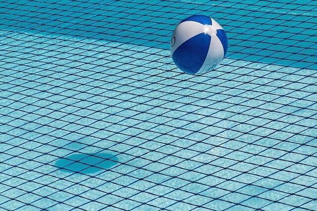 swimming-pool-1665669_640